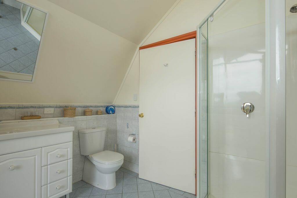 Bathroom Chalet 2